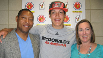 Mr. Basketball honoree Aaron Gordon flanked by his father Ed and mother Shelly at the McDonald's Game.